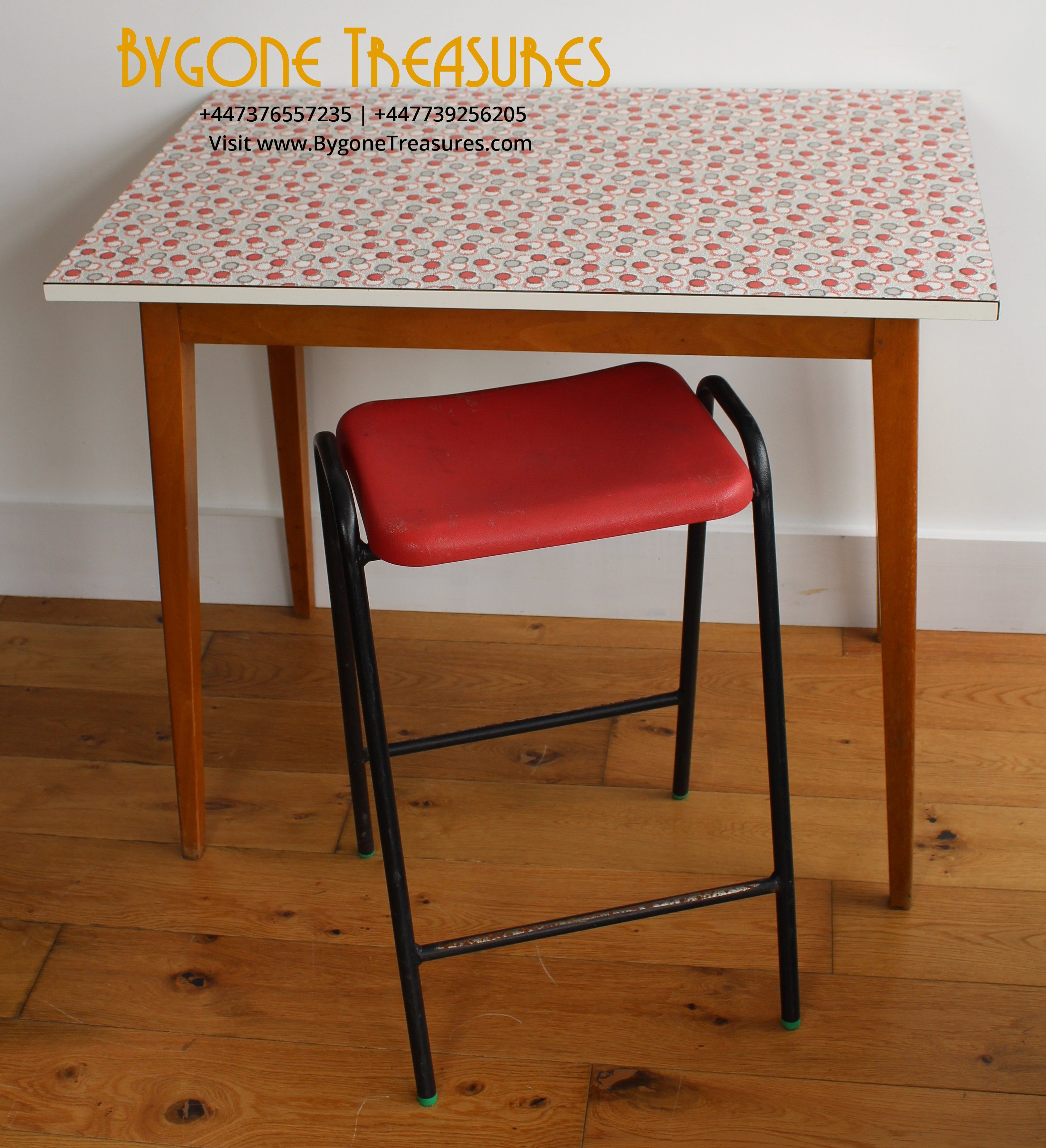 1960's melamine kitch table – white with light blue and red circle patter – pine legs (7)