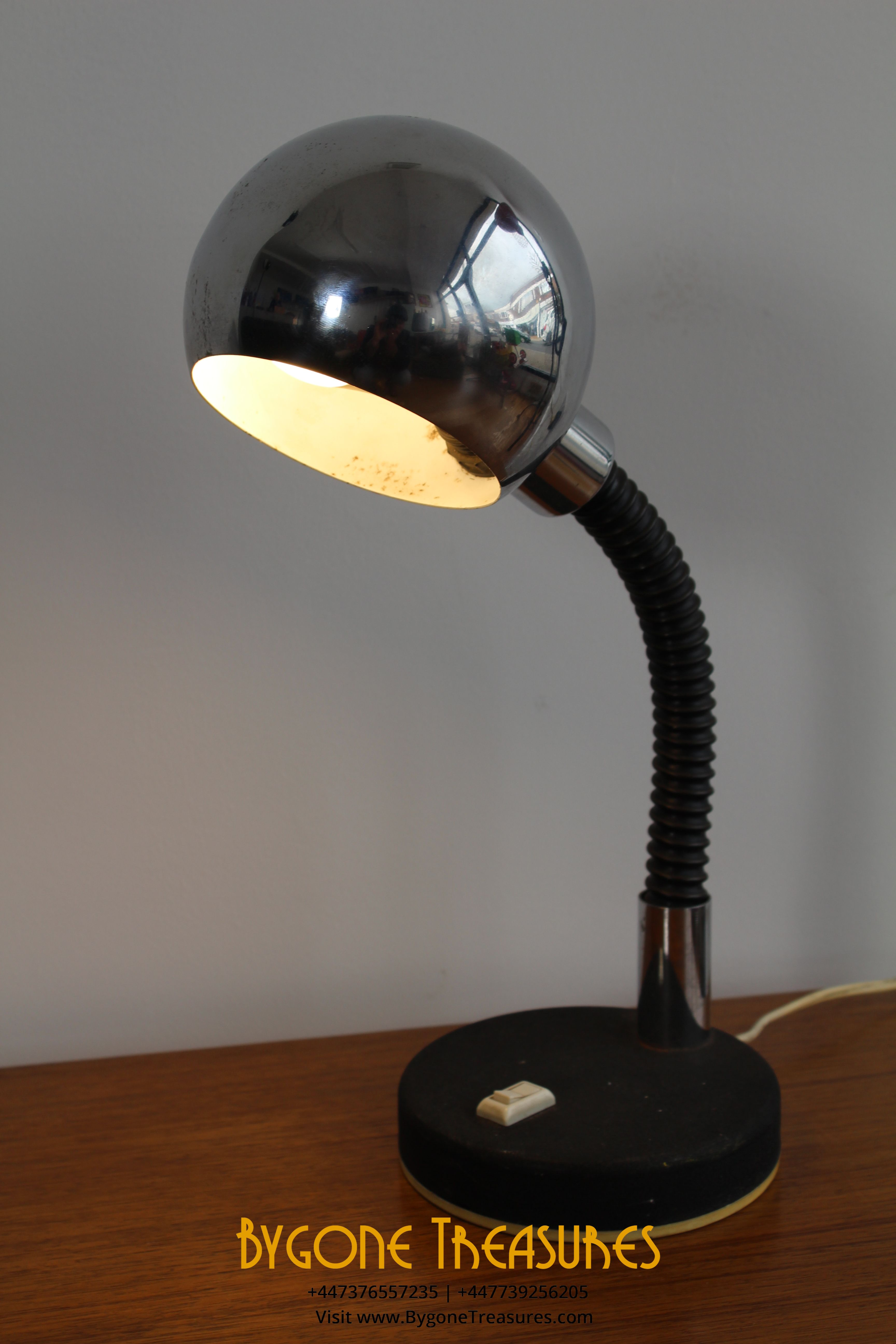 1970s Chrome and black desk lamp with white plastic switch and trim base (4)