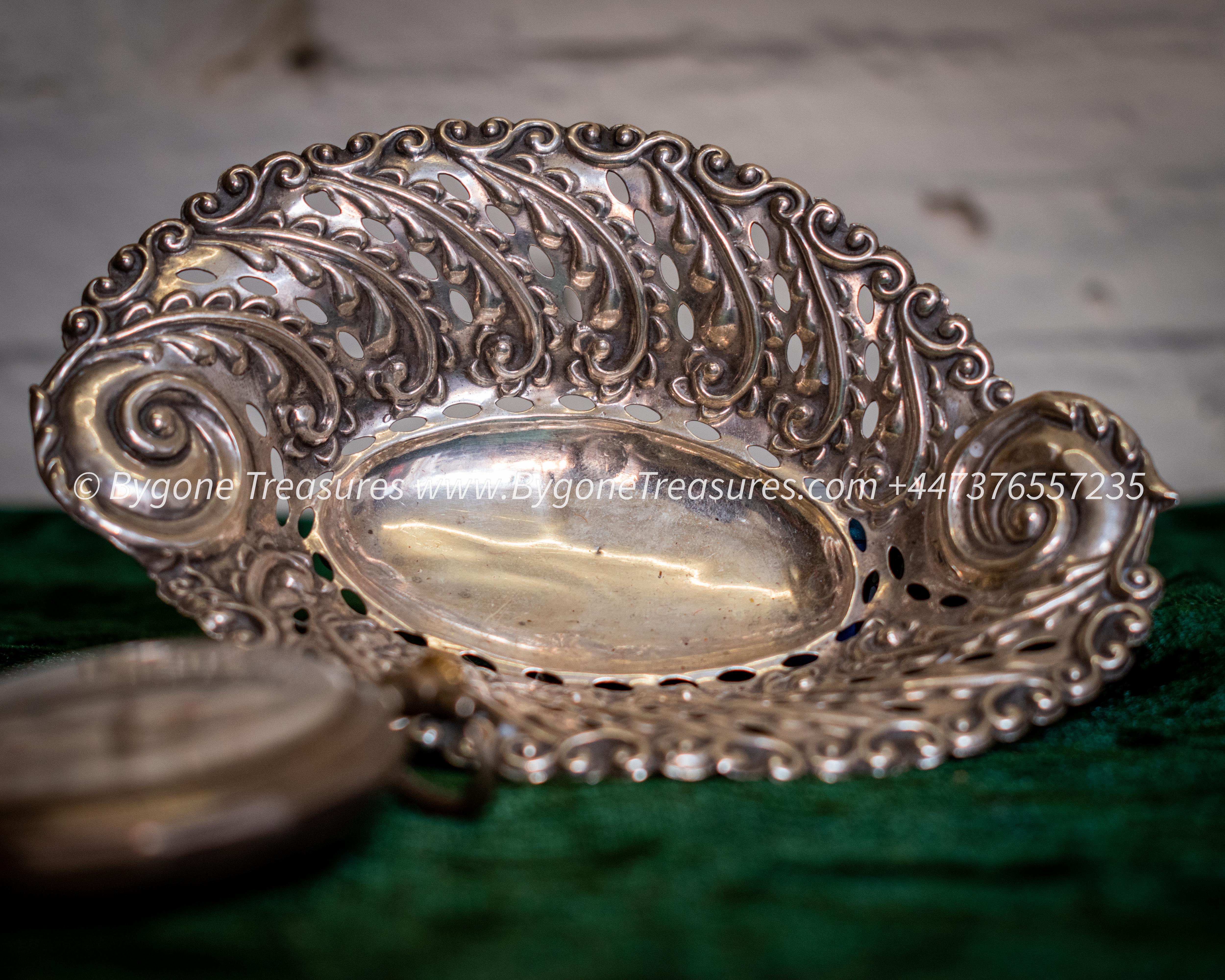 Bon Bon Dish Pierced sterling silver Walker and Hall Birmingham – 1900-01