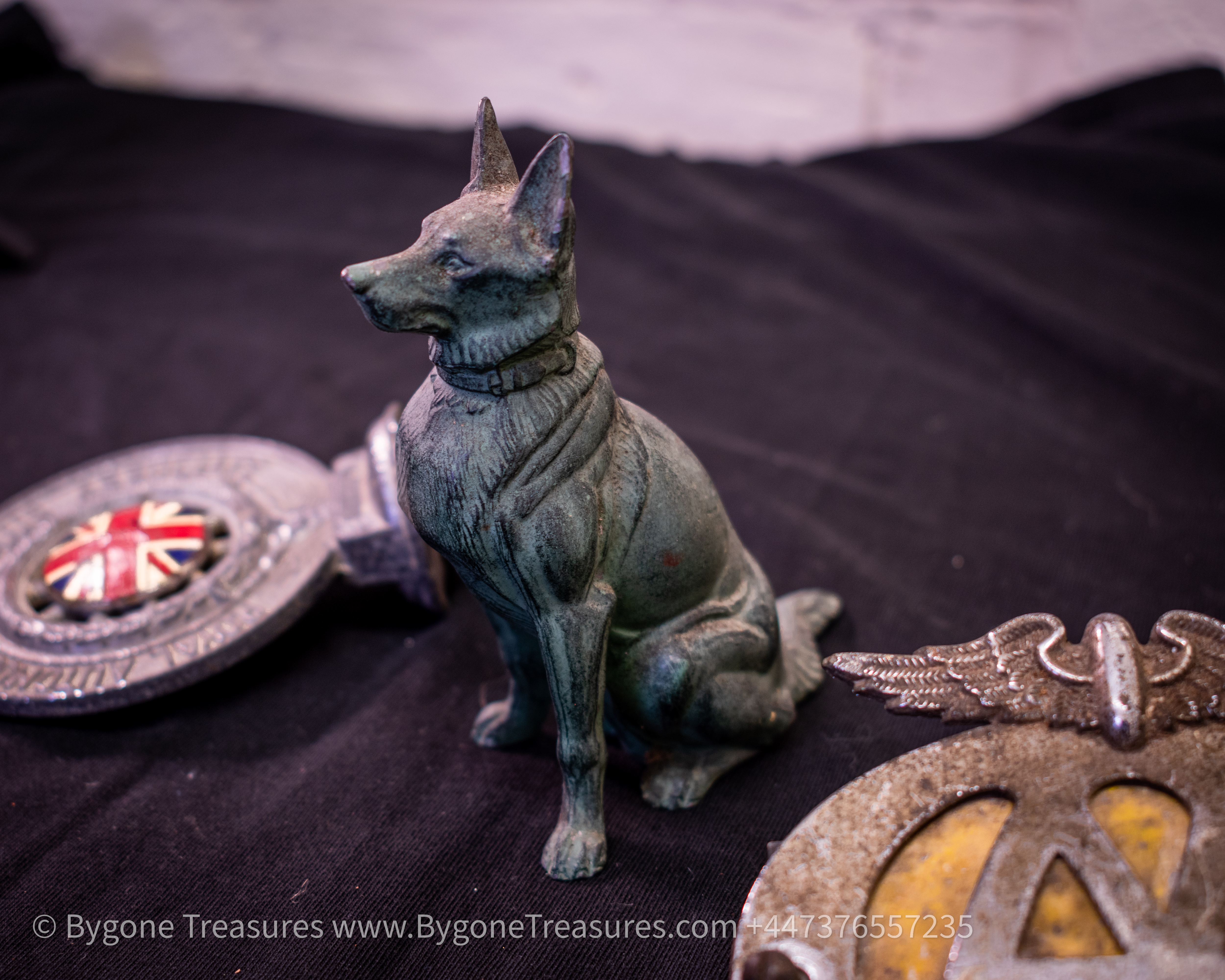 Bonnet mascot Alsatian with collar sitting to attention – Bronze – 01