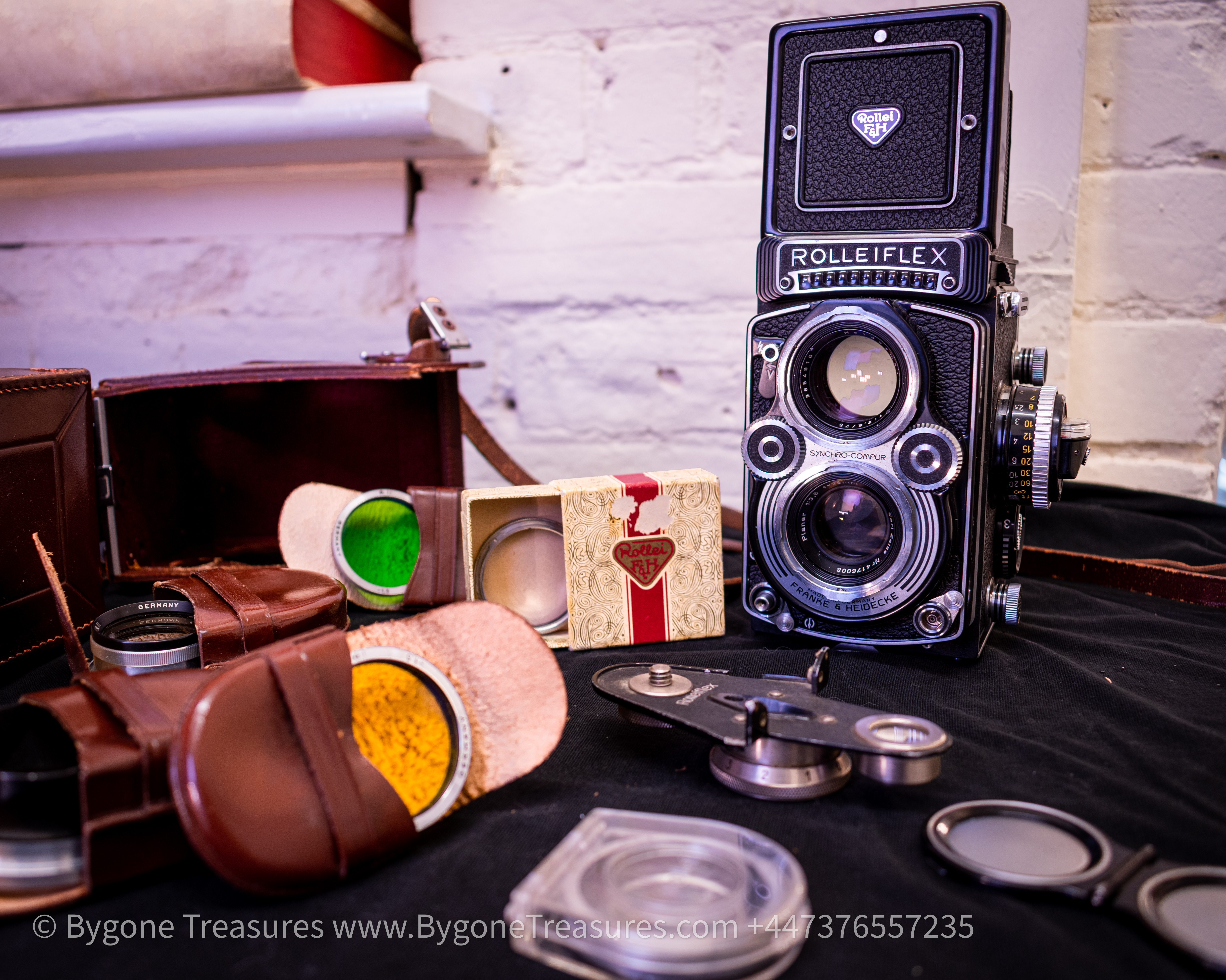 Rolleiflex 3.5 F model 3 TLR camera with leather case and Accessories-01