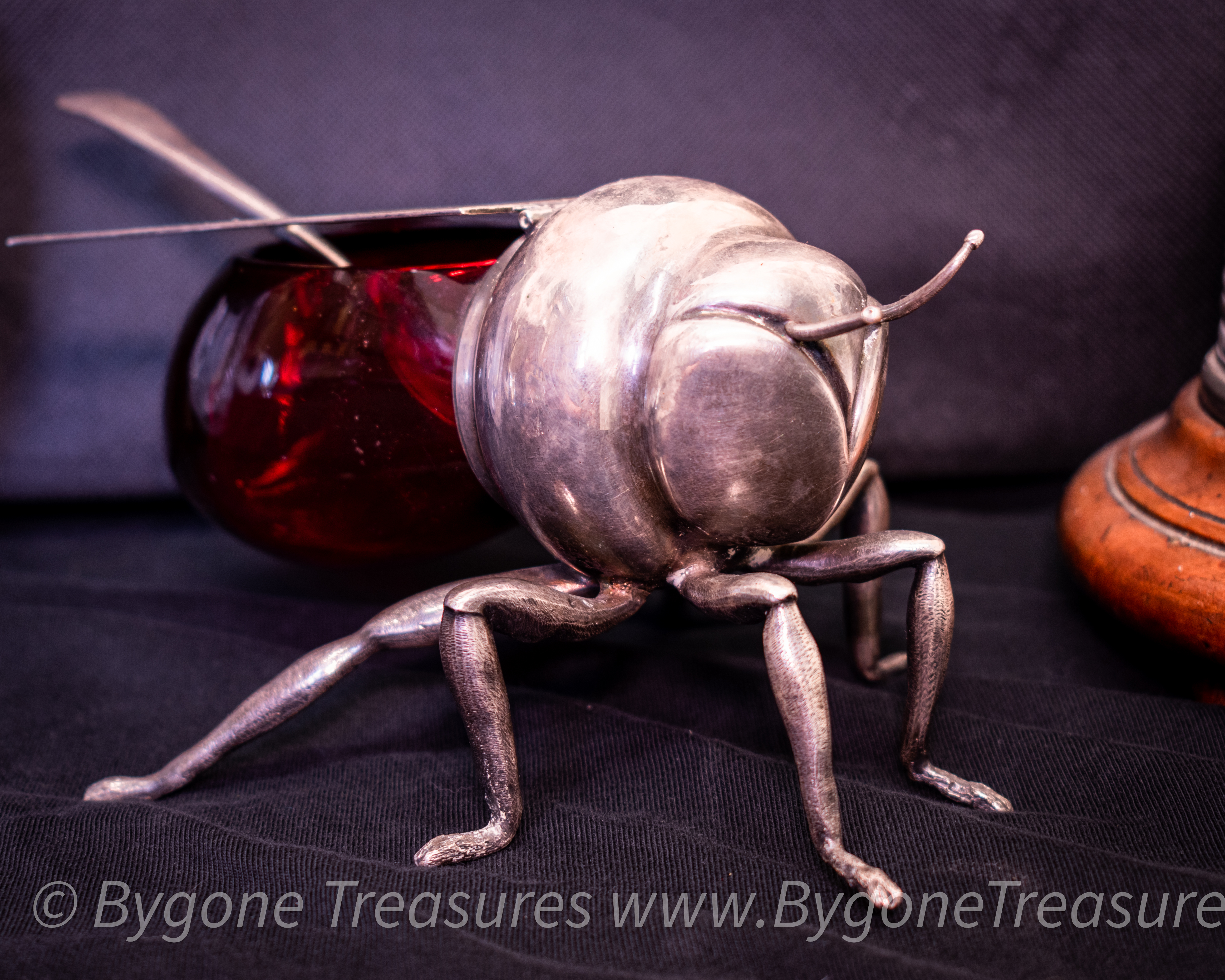 Mappin & Webb Silver Plated and red glass Bee Honey Pot and spoon-01